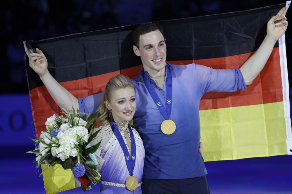 """Am Sonntagabend bei """"Dancing on Ice"""": Die Olympiasieger Aljona Savchenko (35) und Bruno Massot (30)."""