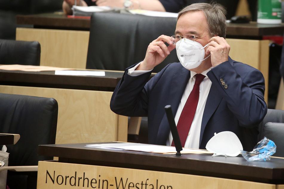 """NRW-Ministerpräsident Armin Laschet (60, CDU) hat an Geimpfte appelliert, Nicht-Geimpften mit einer """"Geste des Respekts"""" zu begegnen."""