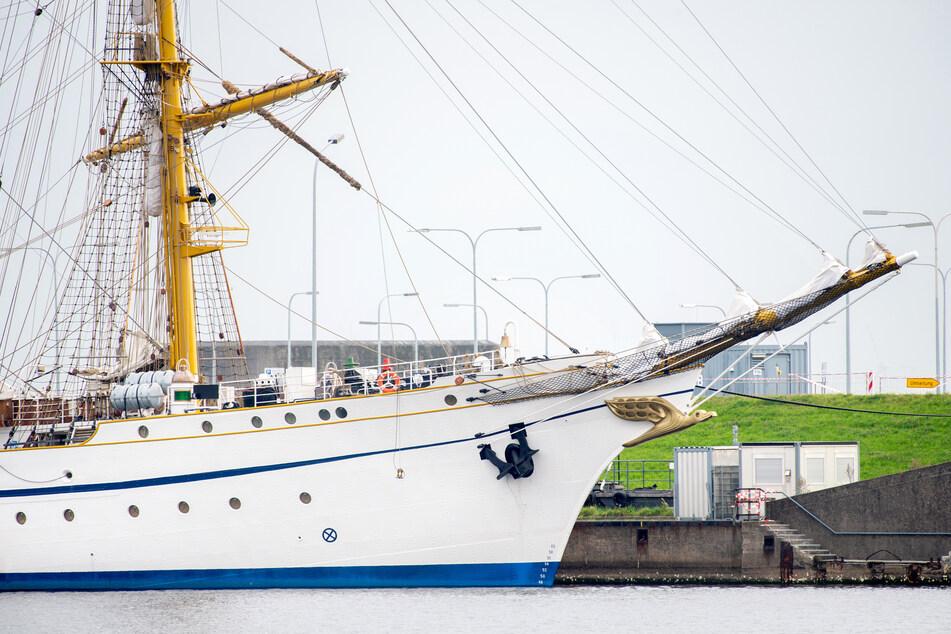 """Das sanierte Marineschulschiff """"Gorch Fock"""" liegt im Hafen von Wilhelmshaven."""