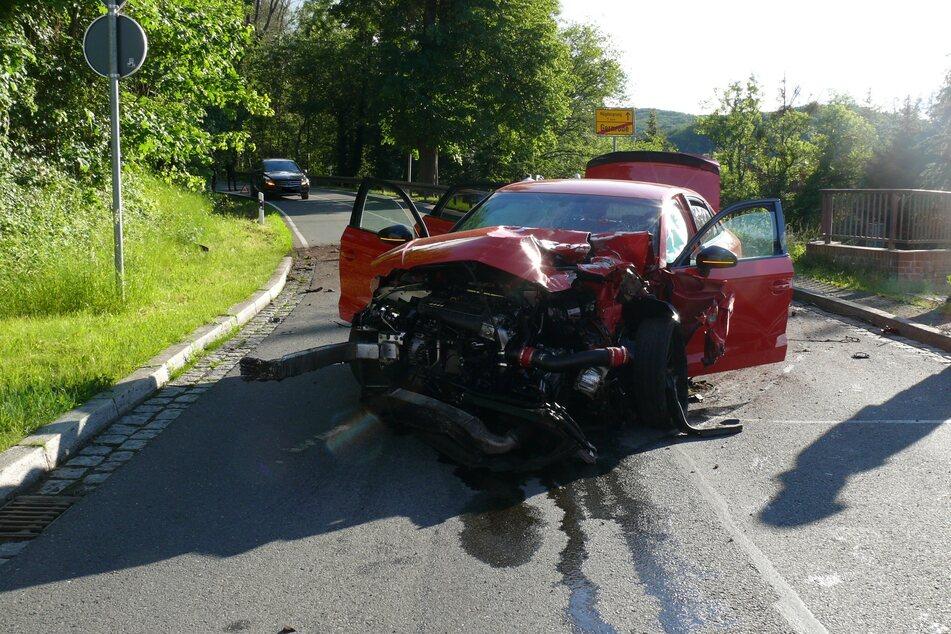 An dem Wagen entstand nach ersten Erkenntnissen ein Totalschaden.