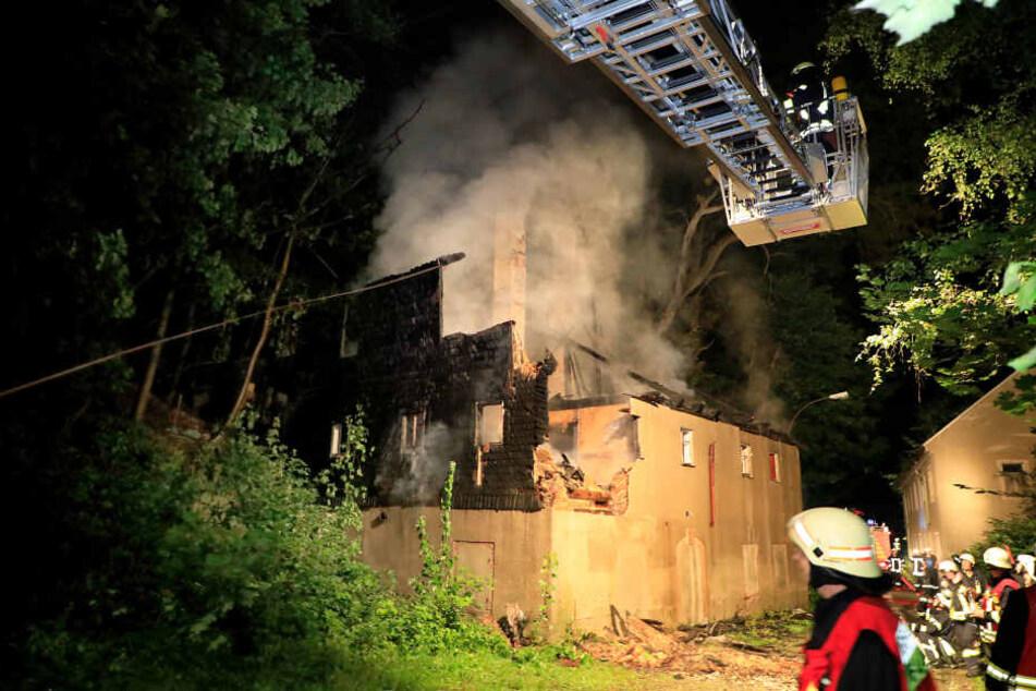 Brandstiftung? Gebäude von Baumwollspinnerei abgefackelt
