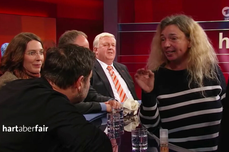 "Feministin platzt bei ""hart aber fair"" rein: Hundeprofi Martin Rütter lacht sie aus"