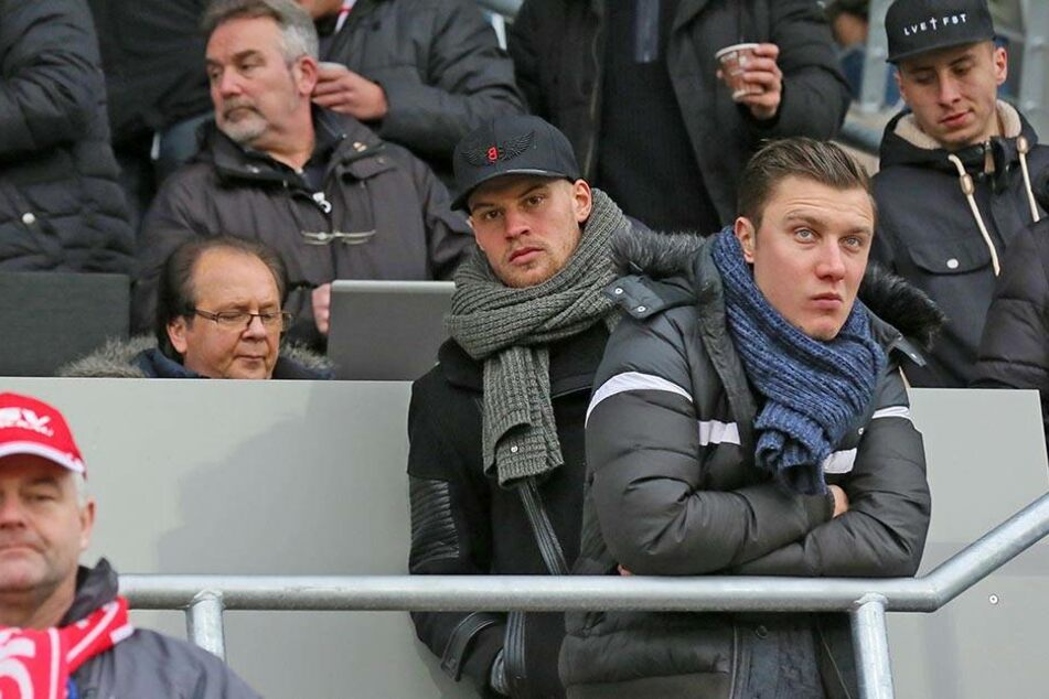 Sebastian Mai (23) mit einer Mütze seines neuen Vereins Preußen Münster.