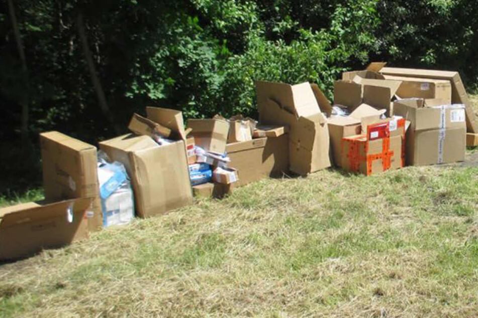 Polizei Schleiz mit Fahndungserfolg: Paketbote schmeißt 33 Pakete weg und