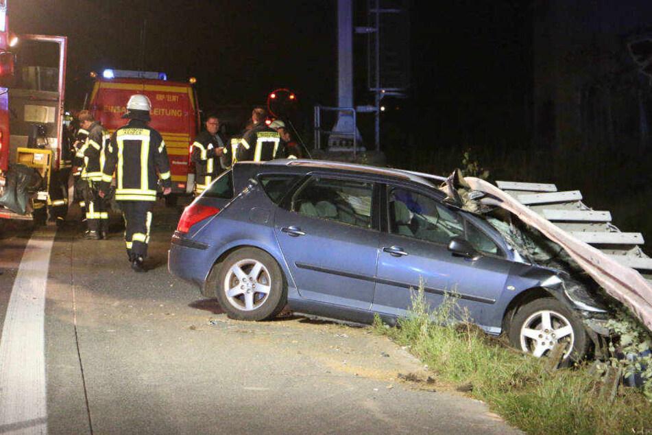 Fahrer stirbt bei Unfall auf der A4: Autobahn gesperrt