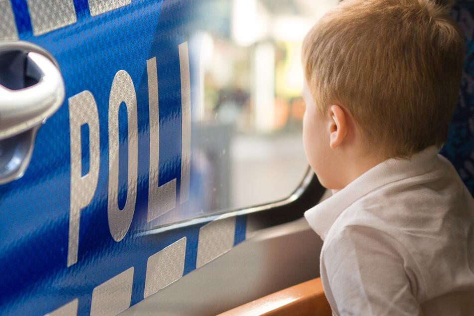 Mann steigt aus dem Zug aus und vergisst seine Kinder, der Grund macht sprachlos