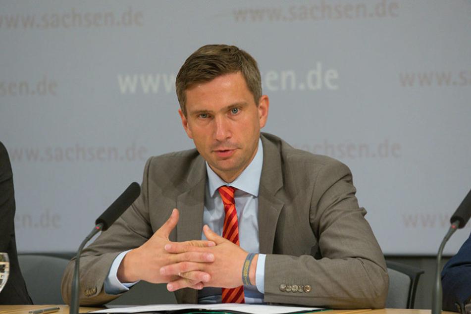 Sachsens Wirtschaftsminister Martin Dulig (42) bietet sich im VW-Streit als Vermittler an.