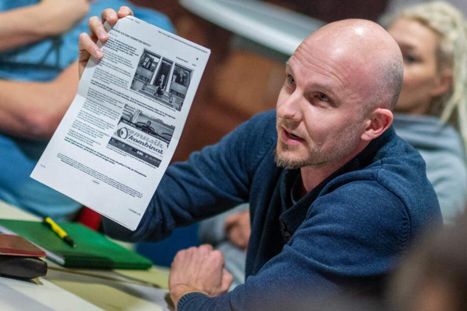 Anwohner Hendrik Gransee (37) belegt seine Meinung zum Brühl-Projekt mit alten Zeitungsartikeln.