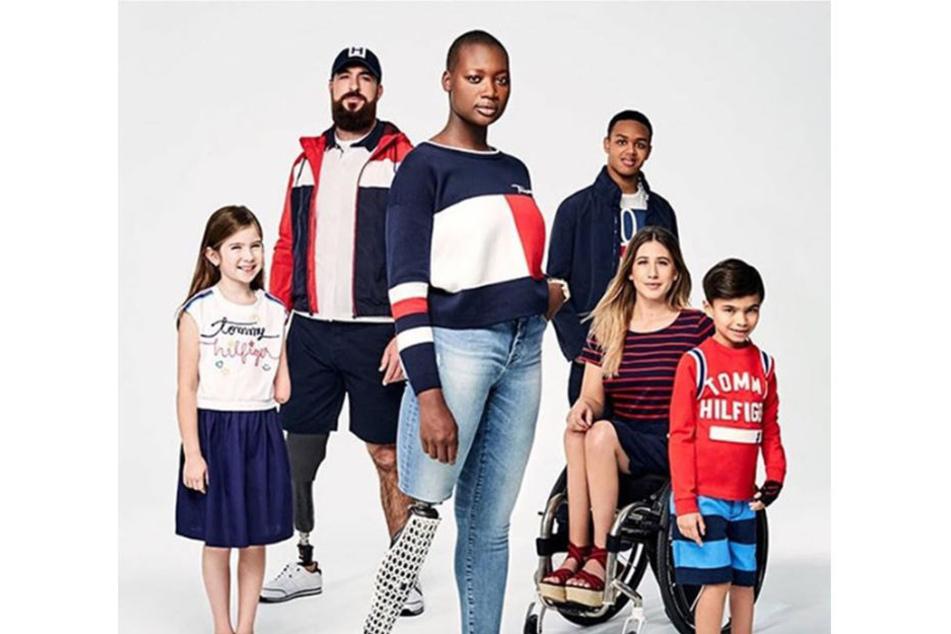 Tommy Hilfiger kreiert seit über 30 Jahren Mode. 1885 gründete er die Tommy Hilfiger Corporation, die seit 2006 ihren Hauptsitz in Amsterdam hat. Nun erscheint eine neue Kollektion für Menschen mit Handicap.