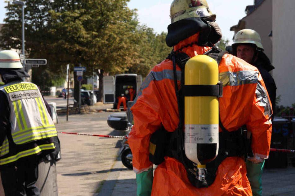 Gefahrengut-Einsatz in Düsseldorf: Laster verliert unbekannte Substanz