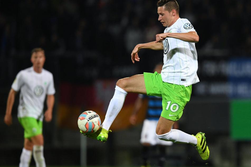 Wird er dabei sein oder nicht? Julian Draxler will unbedingt nach Paris wechseln, Wolfsburg lässt ihn aber nicht.