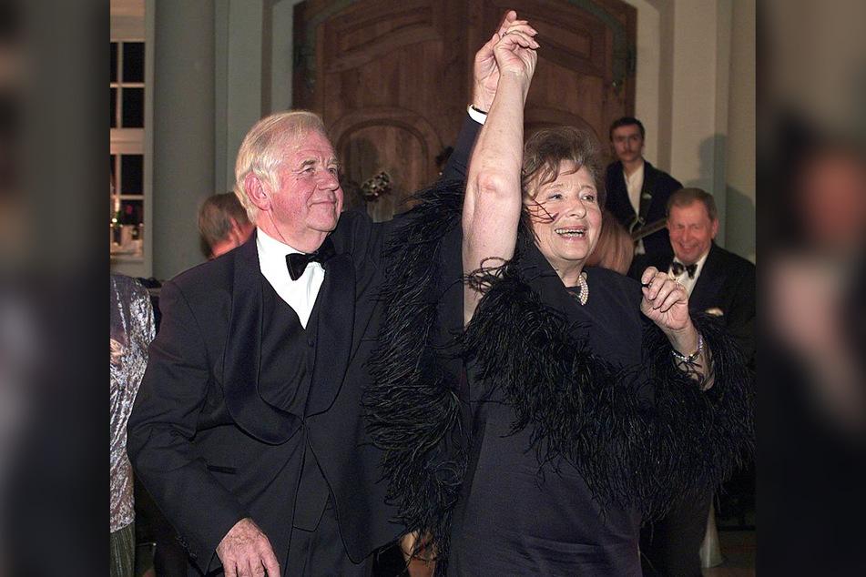 Schnäppchenjäger: Ex-Ministerpräsident Kurt Biedenkopf (91) und seine Gattin Ingrid haben 2001 einen kleinen Skandal ausgelöst.