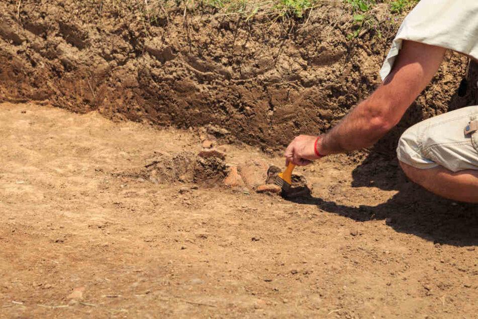 Forscher bei Ausgrabungen. (Symbolbild)