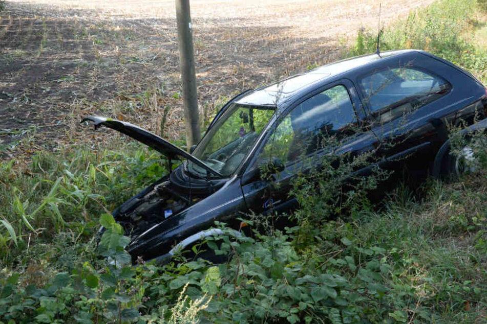Der Wagen schlitterte in den Graben.