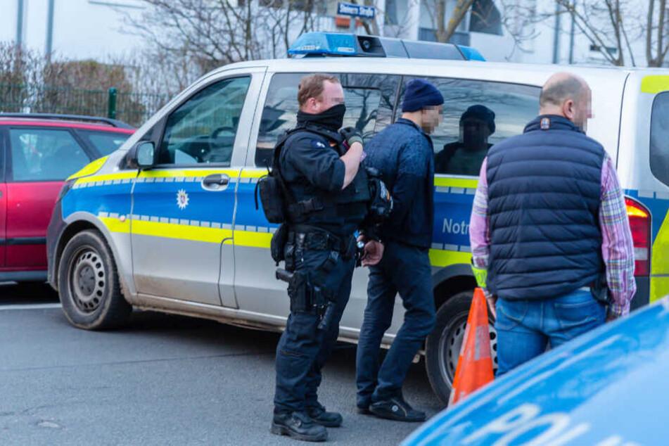 Die Polizisten konnten den Täter in seiner Wohnung stellen.