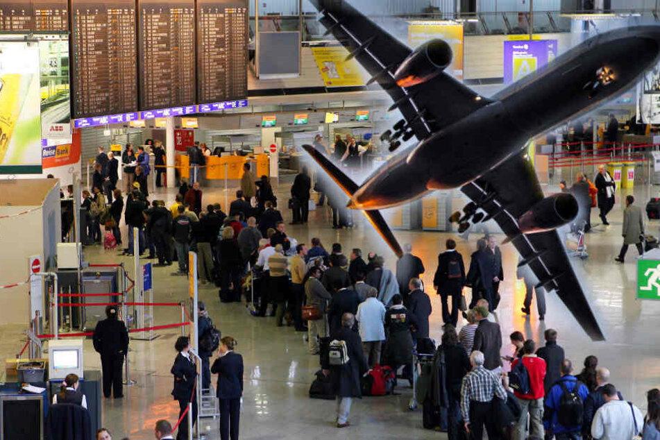 Tausende Fluggäste sollten sich in den Osterferien auf einen Warte-Wahnsinn gefasst machen. (Symbolbild)