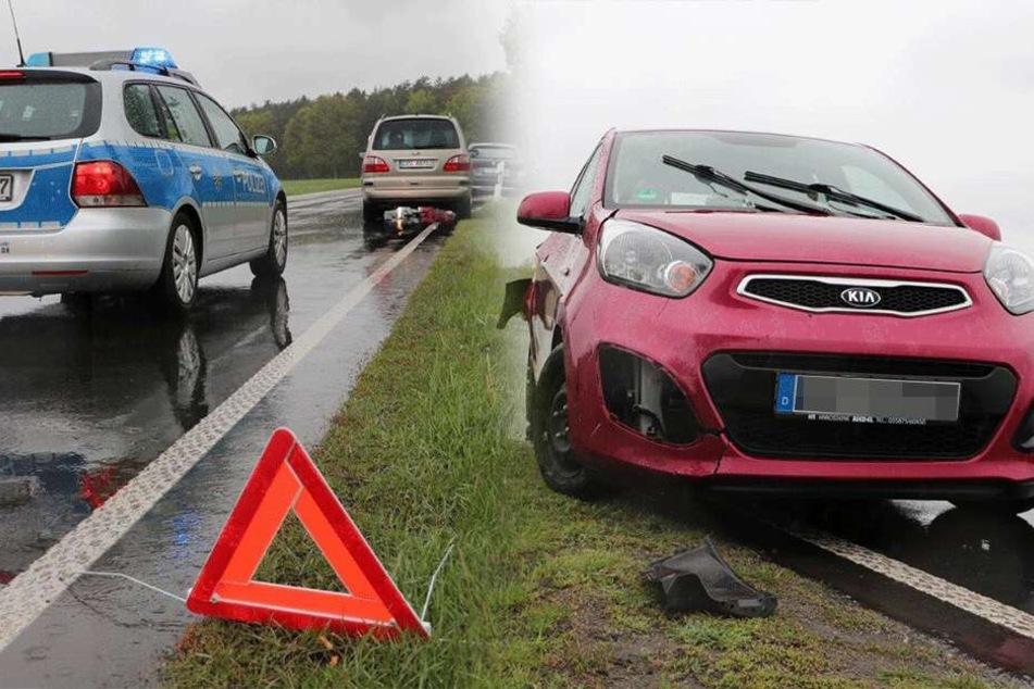 Drei Autos krachen bei starkem Regen auf Bundesstraße zusammen