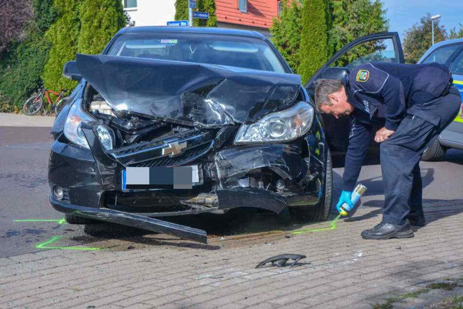 Beide Fahrer sowohl des Chevrolet als auch des Transporters wurden bei den Unfall verletzt.
