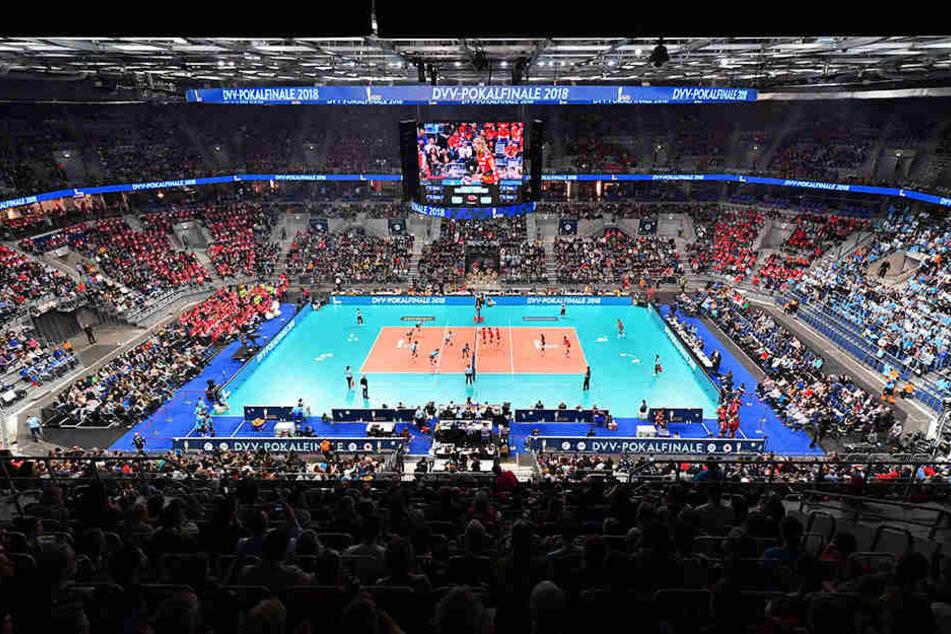 Vor vollbesetzten Rängen wurden das DVV-Pokalfinale in der SAP Arena ausgetragen.