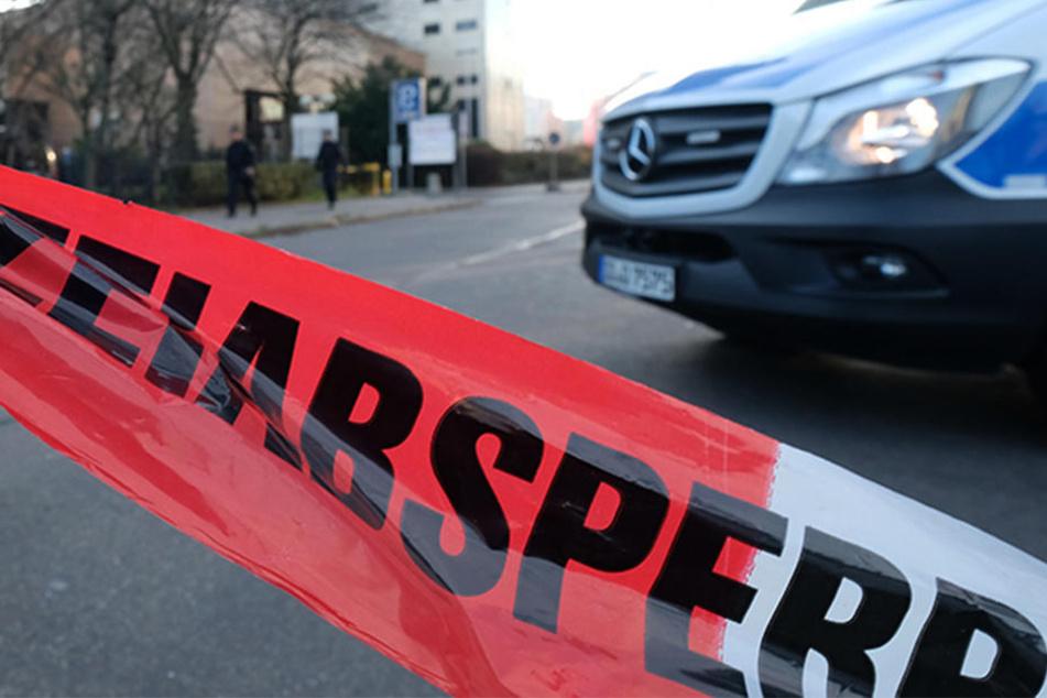 Der Tatort wurde weiträumig abgesperrt. (Symbolbild)