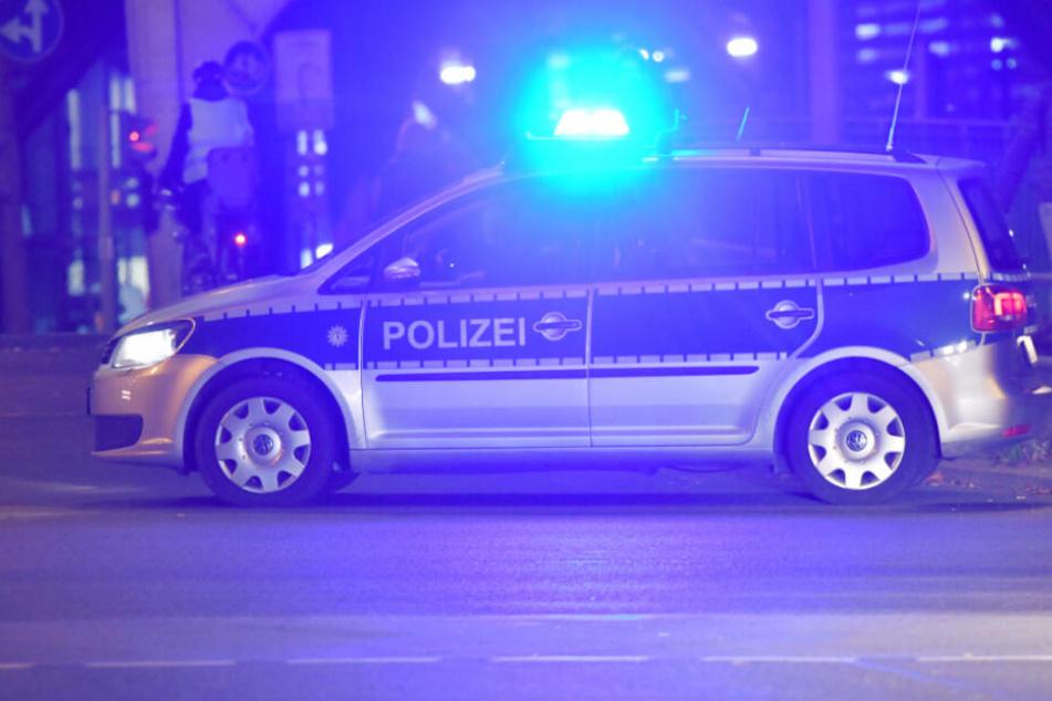 Sie wollten nur ihren Job machen! Polizisten von Gruppe attackiert