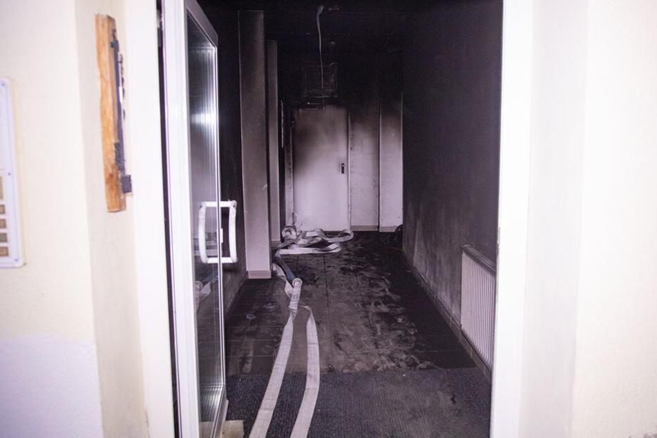 In diesem Treppenhaus brannte ein Kinderwagen lichterloh.
