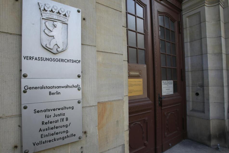 Berlin: Massenmorde deutschlandweit angedroht: Rechtsextremist 107-fach angeklagt
