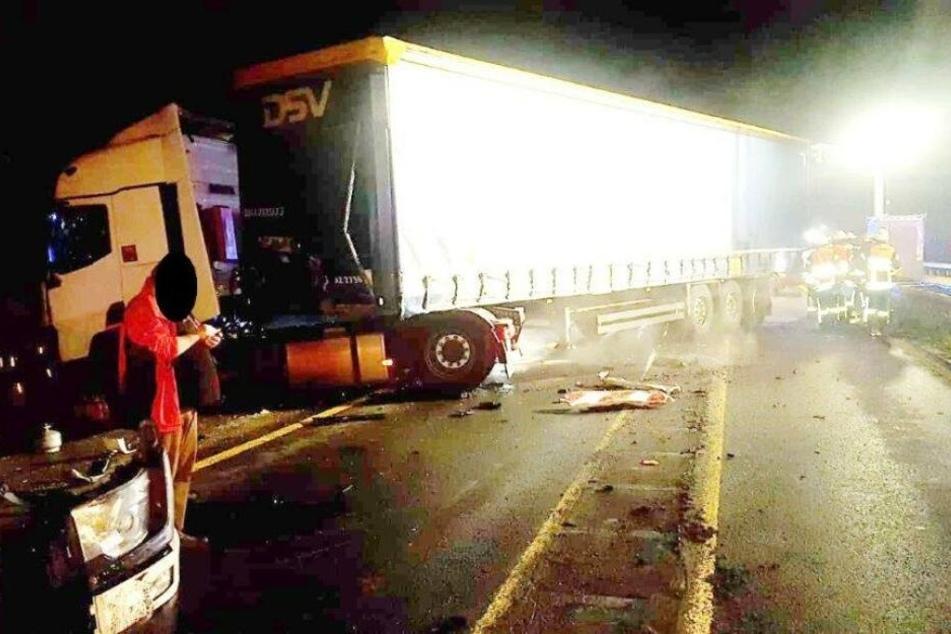 Lkw räumt Schranken der Leverkusener Brücke auf A1 ab