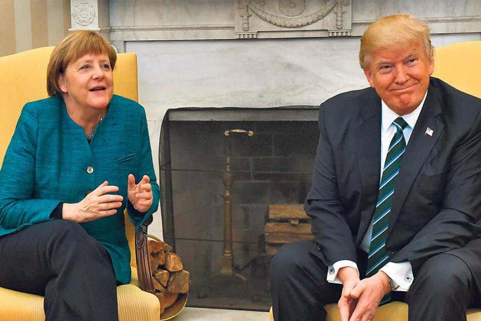 Vier-Augen-Gespräch im Amtszimmer des US-Präsidenten: Trump (70) und Merkel (62). Die Atmosphäre des Treffens  war eher kühl.