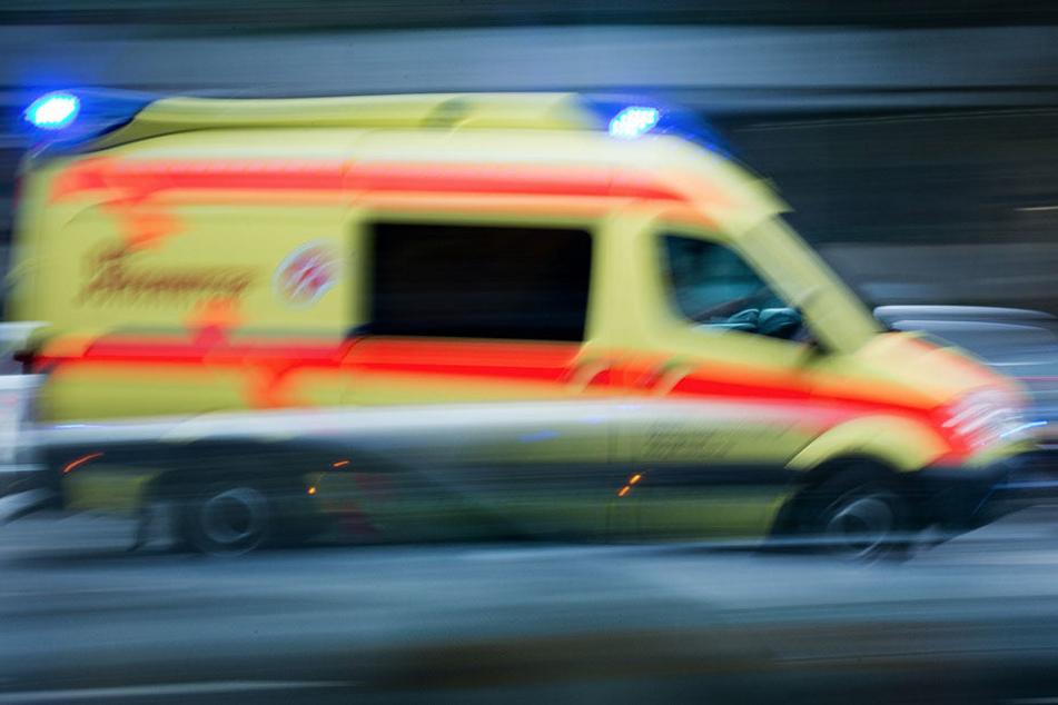 Beifahrer wird aus dem Wagen geschleudert und stirbt