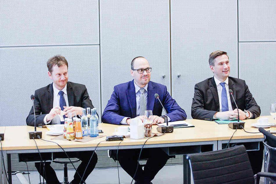 Michael Kretschmer (l.) zu Gast bei der SPD: Hier mit Fraktions-Chef Dirk Panter (M.) und Martin Dulig.