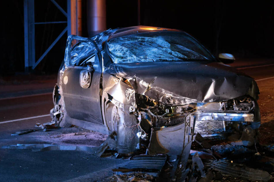 Bei dem am gestrigen Abend verunglückten Autofahrer soll es sich um einen 34 Jahre alten Mann handeln. Er kam mit schwersten Verletzungen in eine Klinik.