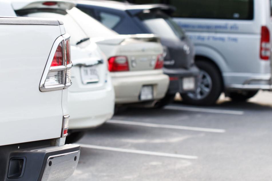 Auf einem Parkplatz eskalierte der Streit zweier Männer. (Symbolbild)
