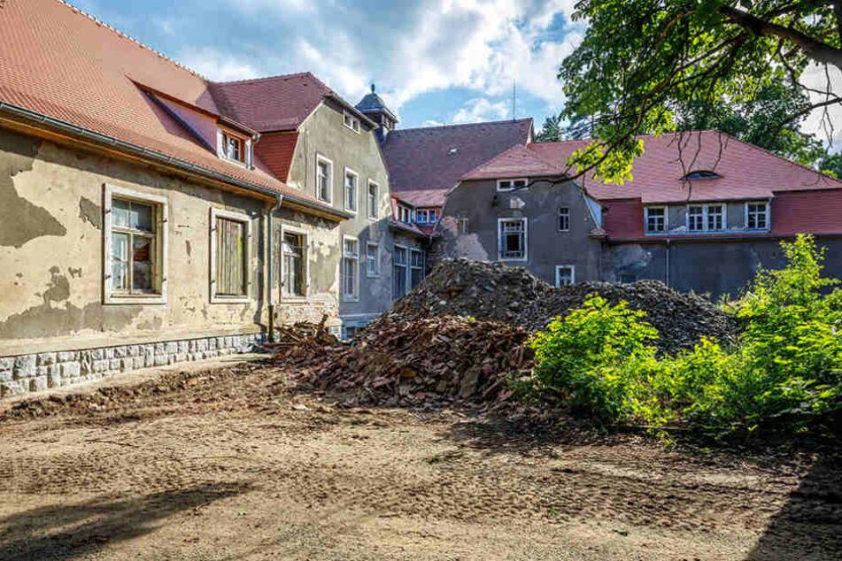 """Das frühere Offizierskasino ist eines der markantesten Häuser im """"Neuen Lager""""  am Rande von Königsbrück."""
