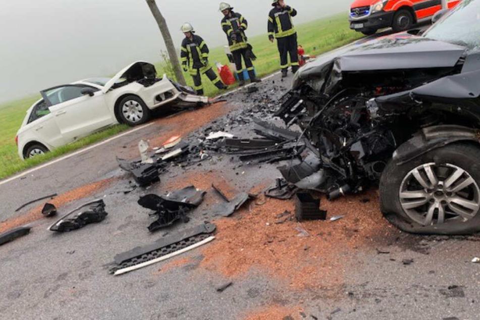 Das beiden Fahrzeuge krachten bei dem Unfall frontal ineinander.