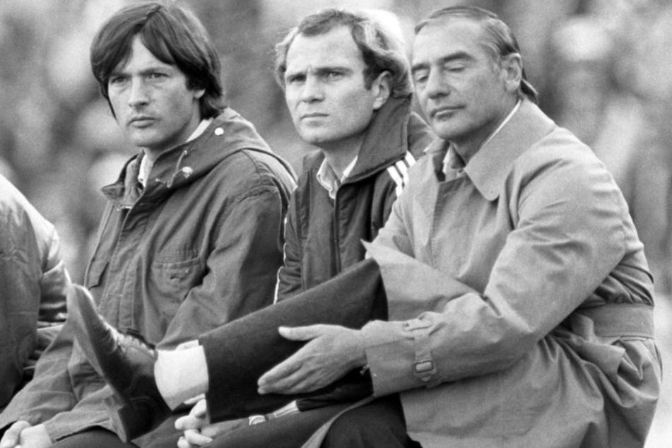 Blick zurück in die Saison 1982/83: Hoeneß (Mitte) mit Teamarzt Hans-Wilhelm Müller-Wohlfahrt (links) und Trainer Pal Csernai.