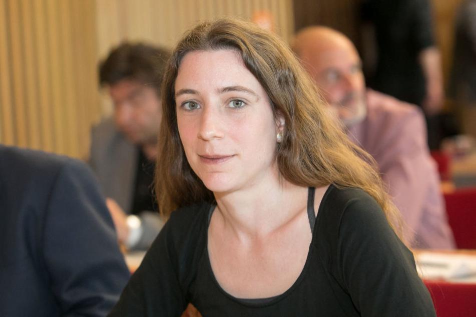 Kerstin Wagner (38, Die Linke) hat mal nachgefragt, was Kaltasphalt so alles kann.