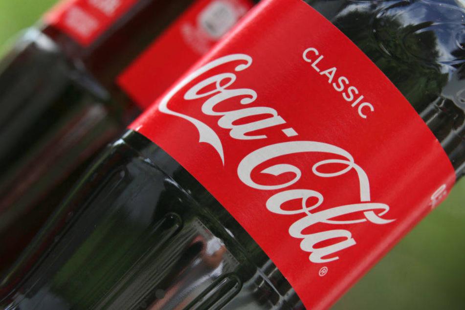 Auf 100 Seiten durchleuchtet Foodwatch das Geschäft von Coca-Cola.
