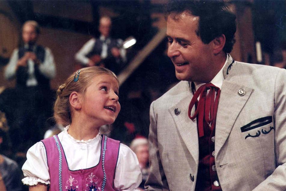 """Wie niedlich: Stefanie beim ersten TV-Auftritt mit Papa Eberhard in der DDR-Show """"Oberhofer Bauernmarkt""""."""