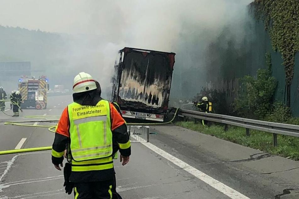 Die Feuerwehr konnte den Laster löschen.