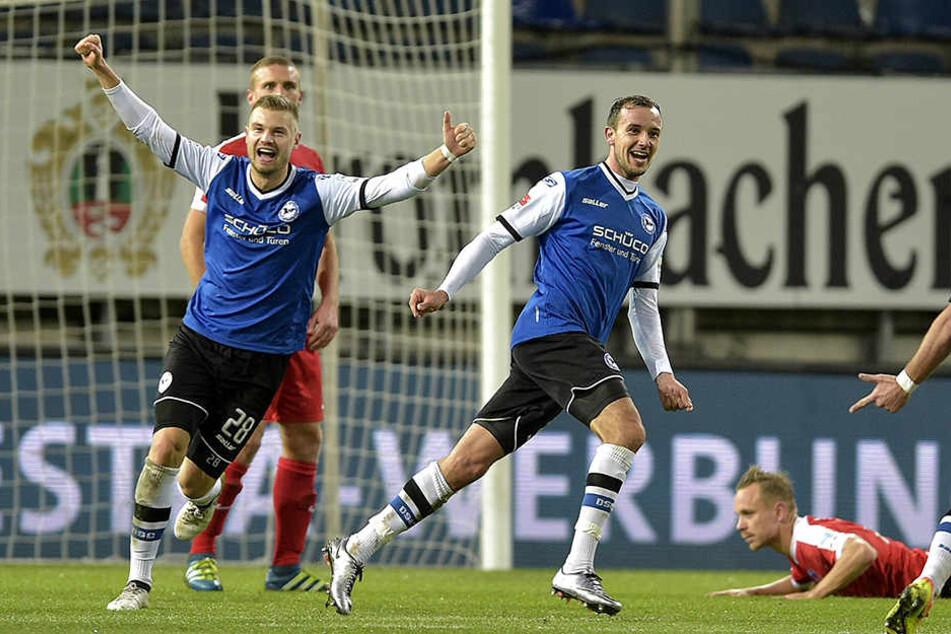 EX-Armine Arne Feick (am Boden) gab im Hinspiel (2:1) unfreiwillig die Vorlage zum Siegtreffer von Manuel Prietl.