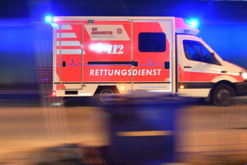 Betrunkener Benz-Fahrer crasht und landet auf dem Dach