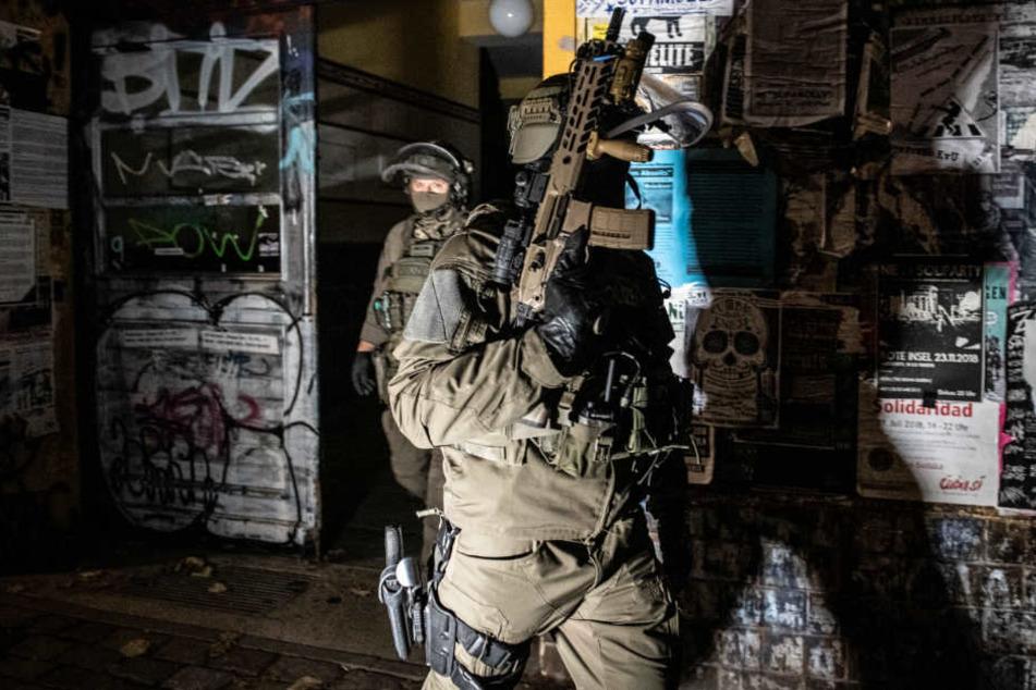 Das SEK hat am Donnerstagmorgen eine Nueköllner Wohnung gestürmt. (Symbolbild)