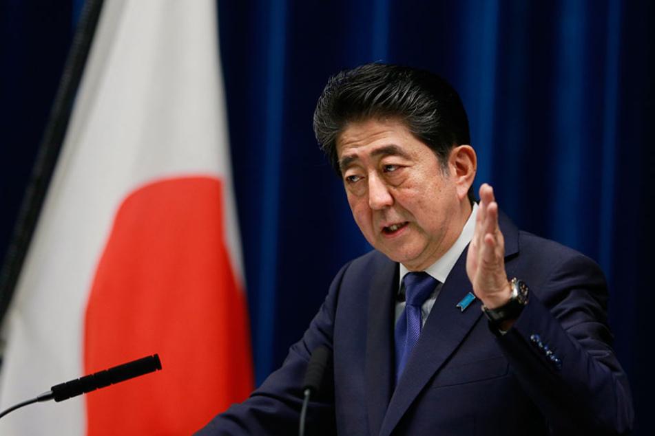 Folgt einem harschen Kurs: Japans Ministerpräsident Shinzo Abe. (Foto: DPA)