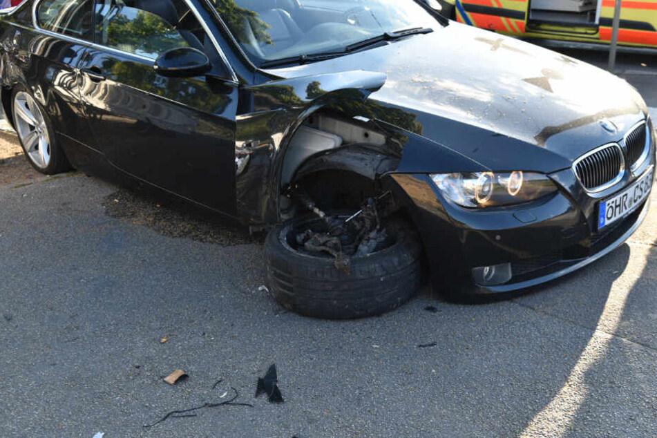 Die Folgen des Unfalls für den BMW.