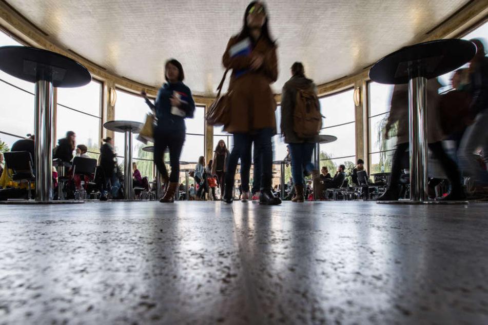 Sex-Angriffe nahe der Goethe-Uni: Polizei sucht jetzt zwei Täter!