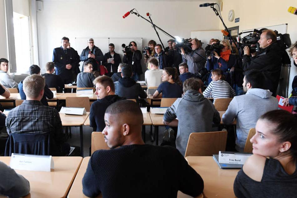 Journalisten konnten sich am Freitag ein Bild von einer Ausbildungsklasse in der Polizeiakademie machen.