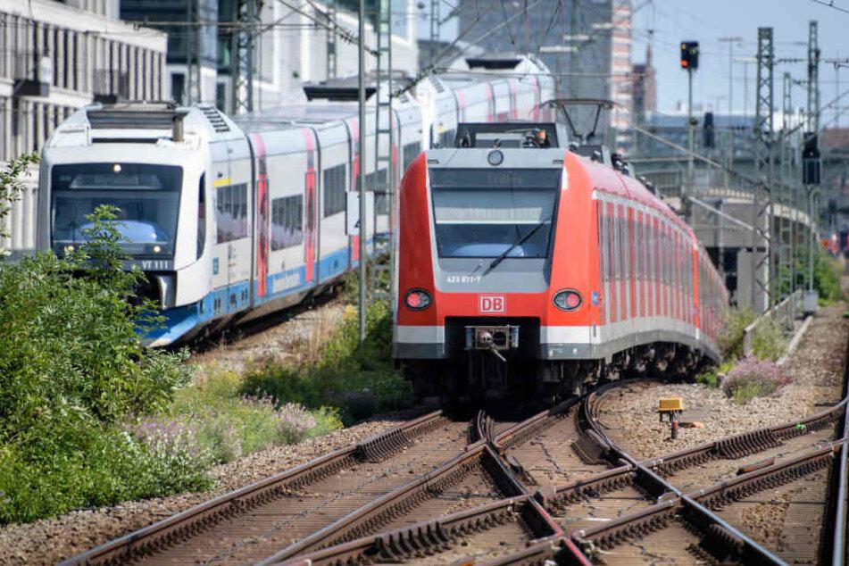 Gaffer blockieren S-Bahn, um Großbrand zu fotografieren