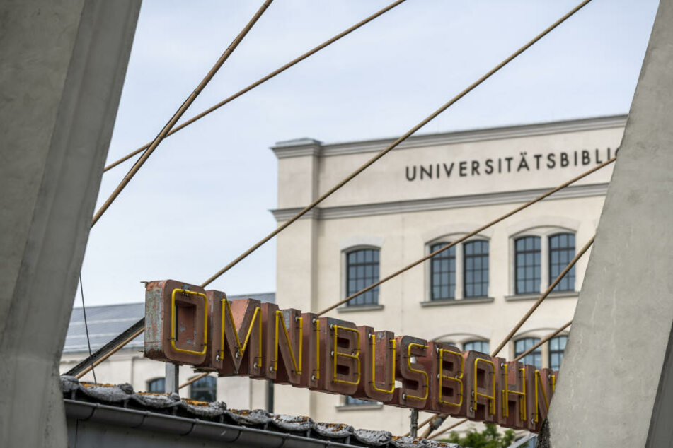 Der Busbahnhof soll ab 2022 einem Neubau der TU Chemnitz weichen.
