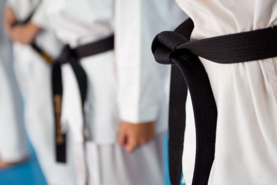 Ein 42-jähriger Judotrainer soll mindestens sechs seiner Schüler über Jahre missbraucht haben (Symbolbild).